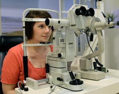 geraet zum anpassen von kontaktlinsen